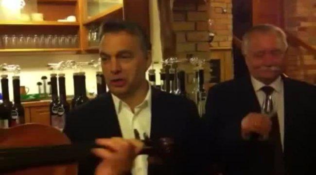 Ezért fakadt dalra Orbán Kínában - videó