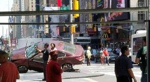 Gyalogosok közé hajtott egy autós a New York-i Times Square-en – egy ember meghalt