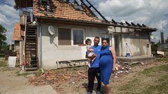 Pusztító tűz: fedél nélkül várják negyedik gyereküket Vivienék