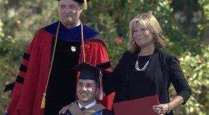 Megható: anyja nélkül sosem végezte volna el az egyetemet, hát anyja is kapott diplomát - videó