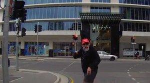 Instant karma: feleslegesen magyarázott az öreg, magát büntette - videó