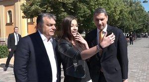 Nem áll távol a politika az Orbánnal szelfiző lánytól