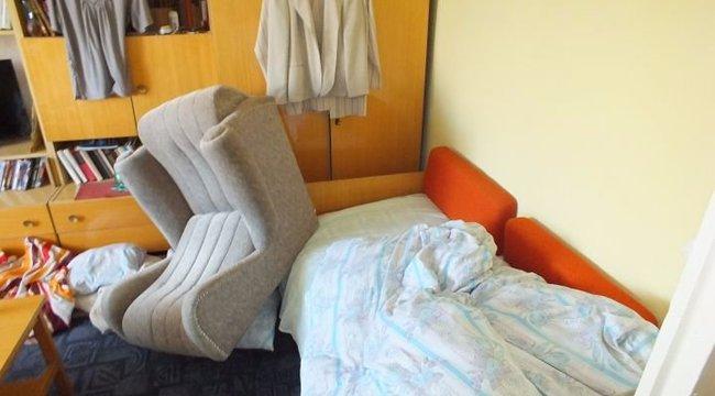 Fotellel szorította az ágyhoz az idős nőt a 17 éves rabló