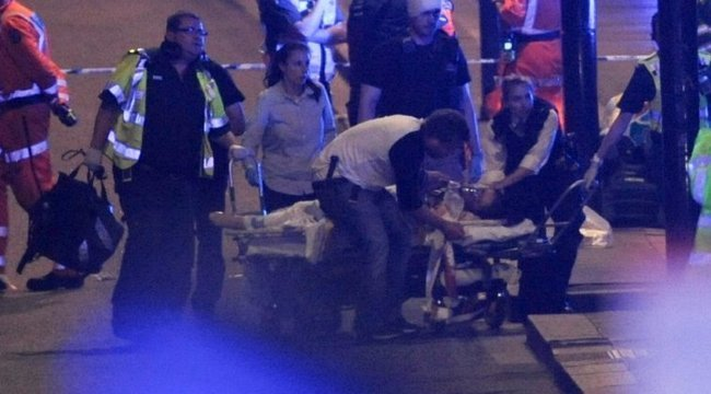 Londoni mészárlás: majdnem levágták a fejét, de székkel védte a többieket