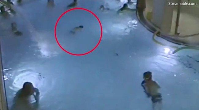 10 ember mellett fuldoklott az 5 éves, amíg anyja szaunázott