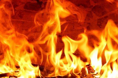 Tűz volt egy épülő társasházban Vecsésen, holttestet is találtak