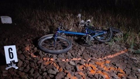 15 éves biciklis fiút gázolt halálra a vonat Heves megyében