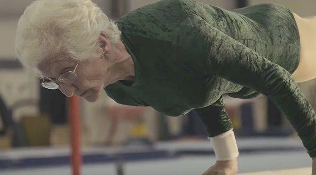 Nem véletlen lett rekorder: még 92 évesen is tornászik Johanna
