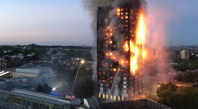 Még mindig harcolnak a tűz ellen a londoni toronyházban
