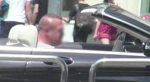 Újra luxusautóval járja az utakat a buszmegállós tragédia sofőrje