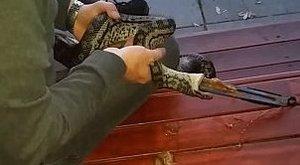 Egy fél konyhát pakoltak már ki a kígyó gyomrából gazdái