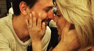 Elsöprő szerelem! Hat hónap után eljegyezte a sztárkézis Kiss Ramónát