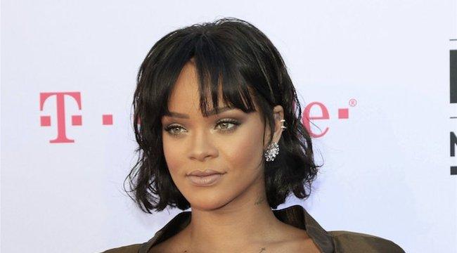 Szerelmi tanácsokat osztogat Rihanna