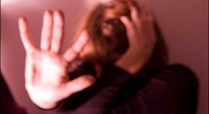 Sokkolta a megerőszakolt anyát, ahogy a rendőrök bántak vele