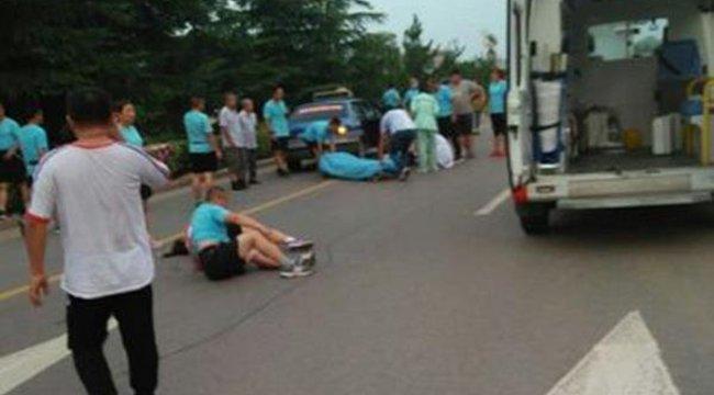 Halálos gázolás: megsem próbálta kikerülni a futókat a taxis