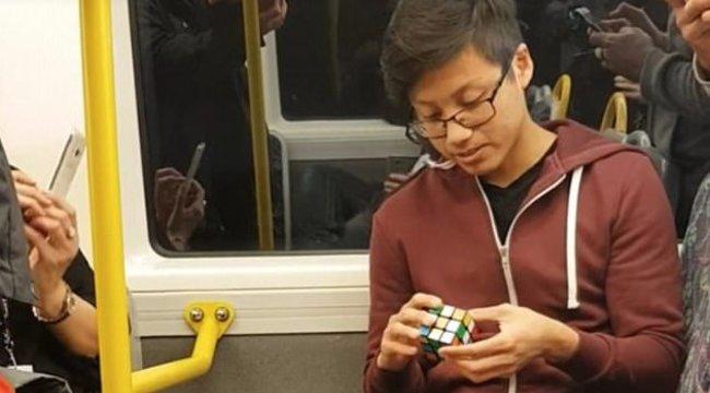 Ez akár új világcsúcs is lehet a Rubik-kockával - videó