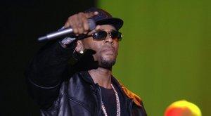 Lányokat tartott rabszolgaként az énekes R. Kelly