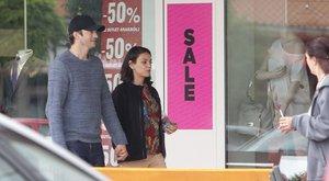 Mila Kunis és Ashton Kutcher Biatorbágyon shoppingolt