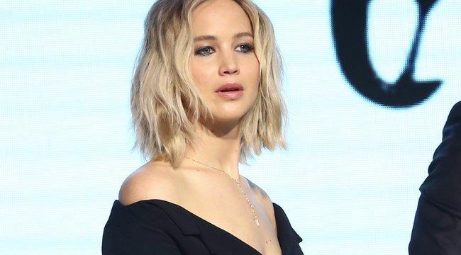Színházban lett rosszul Jennifer Lawrence