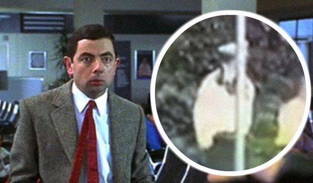 Kabaré: Mr. Bean-módra fejelt le egy oszlopot a rend őre - videó