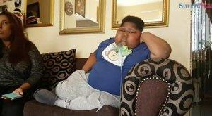 Ez a fiúbetegsége miatt még a vécépapírt is megeszi