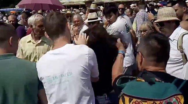 Bocsánatot kért a férfi, aki hajánál fogva rántott földre egy nőt Orbán beszéde alatt