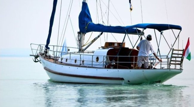 Mi történhetett? Féllábú tengerészre találtak az óceánon étlen-szomjan