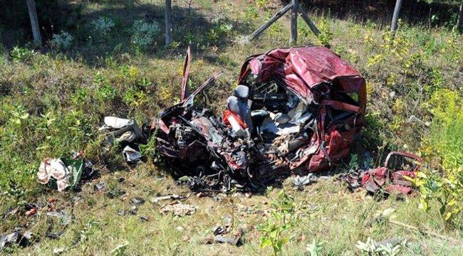 Gyakorlatilag megsemmisült egy autó egy Pest megyei balesetben - fotók