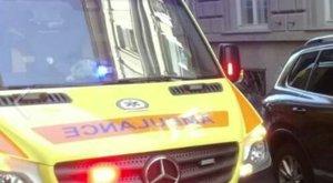 Beparkolt a kapuba, ezért nem tudtak kijönni a mentők az újraélesztett nővel