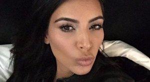 Kim Kardashian már megint elfelejtett melltartót venni - fotók