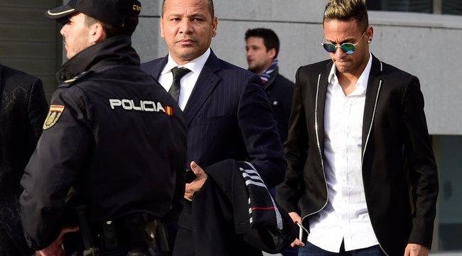 Kijátszotta a szabályokat Neymar és a PSG