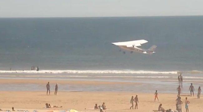 Futottak, a fejüket fogták: ketten meghaltak a tengerparti nyaralók közé csapódott gép miatt - videó