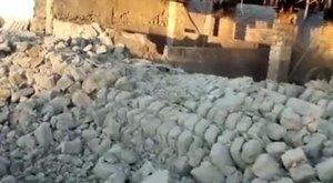 Több tucat ember halhatott meg a kínai földrengésben