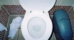 Elfelejtette lehúzni a vécét, ez lett a veszte