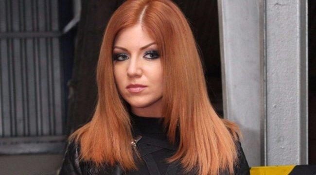 Végtelenül bizarr hajjal jelent meg a Szigeten Tolvai Reni - fotó