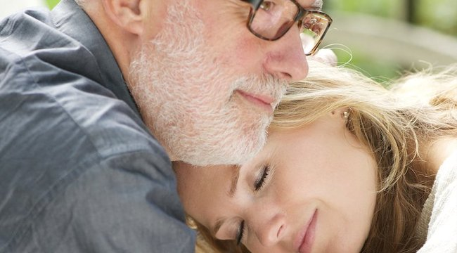 Fiatalabb nálam a szerelmem:nagy korkülönbség mellett működhet-e a kapcsolat?