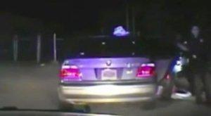 Gyanús szagot éreztek a rendőrök, ezért szexuálisan megkínozták a nőt - 18+ videó