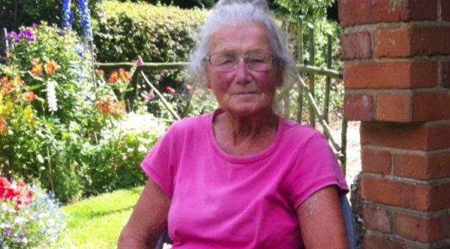 Halálra verte, majd felgyújtotta a nyugdíjas nénit