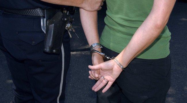 Álrendőrök vertek meg és raboltak ki egy fiút Szegeden