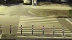 Mobilozott a robogóján, észre sem vette, milyen büntetést mér rá a természet - videó