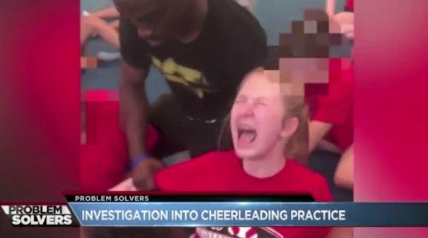 Sikítva könyörgött a kislány, de a tanár tovább kínozta - videó