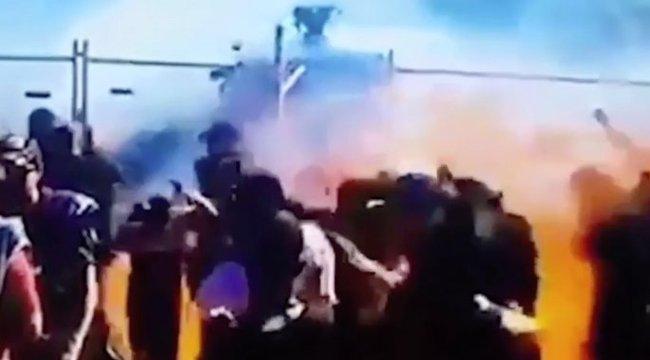 Káosz az autóversenyen: több néző is lángra kapott - videó