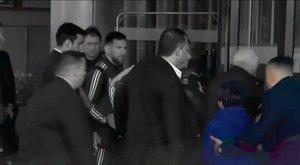 Testőr rángatta el a zokogó gyereket – Messi így lépett közbe!
