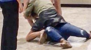 Részeg nő rendezett pankrációt a reptér padlóján – videó