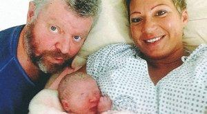 Besenczi Árpád beköltözött újszülött lányához