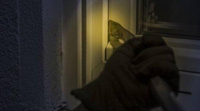 Kegyetlen bajban hagyták a rablók a beteg anyát