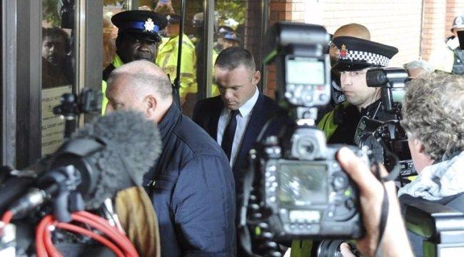 Büdös a tömegközlekedés, inkább 42 milliót költ Rooney