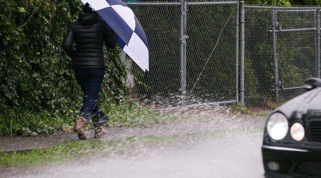 Ne felejtse ma se otthon az esernyőjét, esőkabátját!