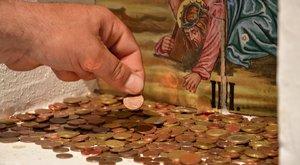 Régi pénzeket is dobálnak a perselybe