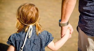 Végig közömbös volt a tárgyalásokon a négy évig lányát molesztáló férfi